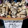 I venditori ambulanti al Colosseo e  le regole uguali per tutti