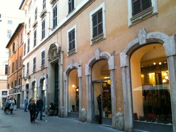 Il palazzo tra Via del Gambero e Via del Corso (foto AMBM)