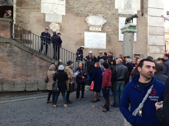 28 dicembre 2012, in attesa di entrare nel Palazzo Senatorio