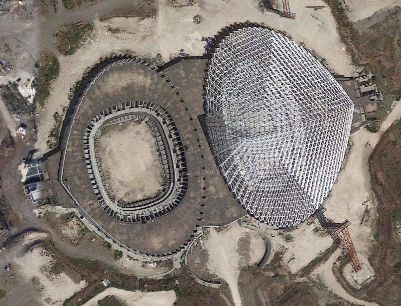 Il rudere dello stadio del nuoto a Tor Vergata
