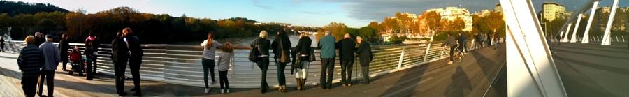 gente guarda piena ponte della musica 2013