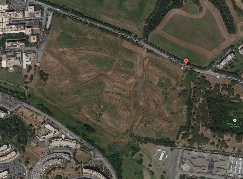 L'area tra Via  di Grotta Perfetta e Via Ballarin dove dovrebbe sorgere il nuovo complesso residenziale