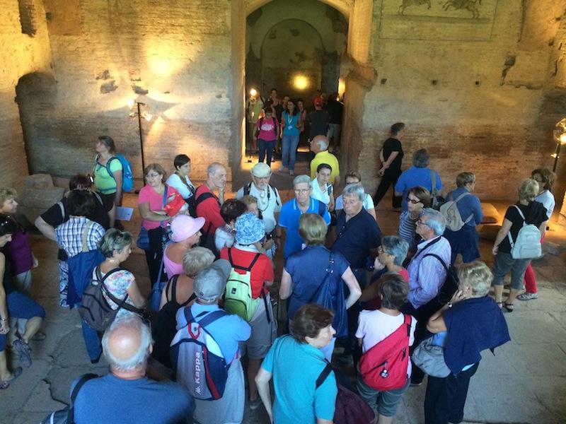 Visitatori mausoleo di Romolo. IMG_0496