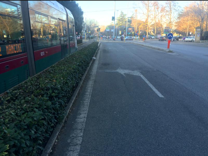 Viale Tiziano- metà della corsia potrebbe diventare rampa parcheggio Piazza Manila
