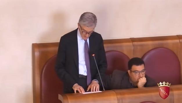 L'Assessore Improta durante la presentazione del PGTU in Aula il 2 aprile
