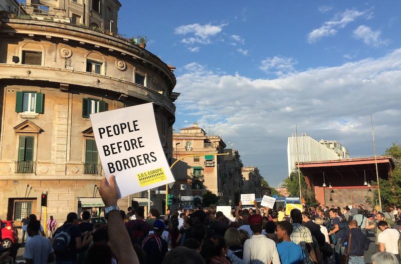 people before borders piedinudi  foto AMBM IMG_3885