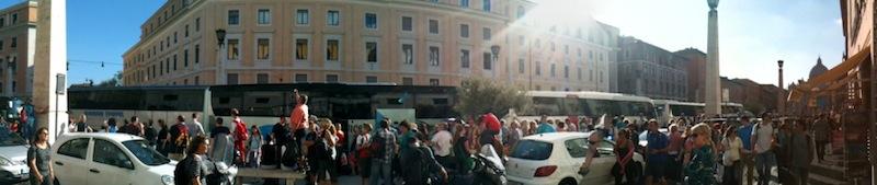 Bus turistici in Via della Conciliazione nel 2012 (foto AMBM)