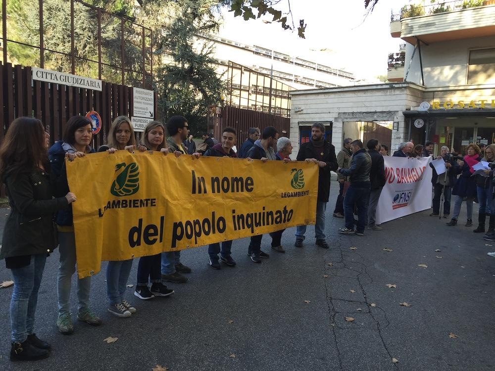 associazioni e movimenti davanti al tribunale il 5 novembre, giorno di inizio del processo Mafia Capitale