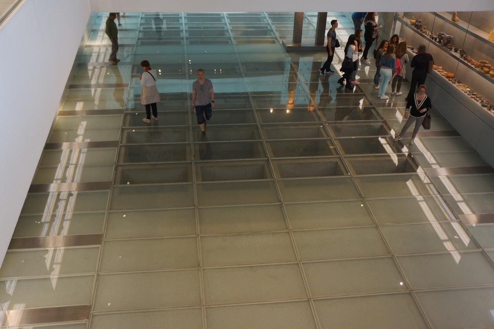 Il pavimento trasparente del primo piano