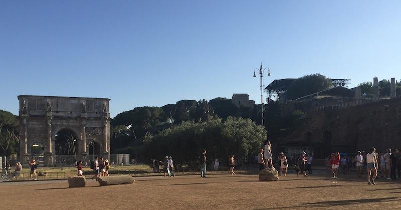 Il Palco accanto all'arco di Costantino (foto ambm)
