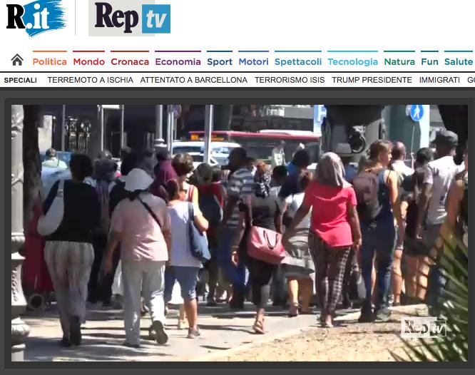 repubblica video carica polizia rifugiati termini Schermata 2017-08-24 alle 23.10.46