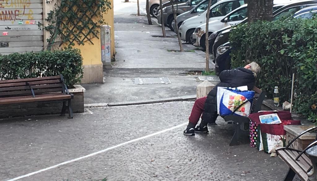 foto emiliano Rubbi piazza panchine con le sbarre