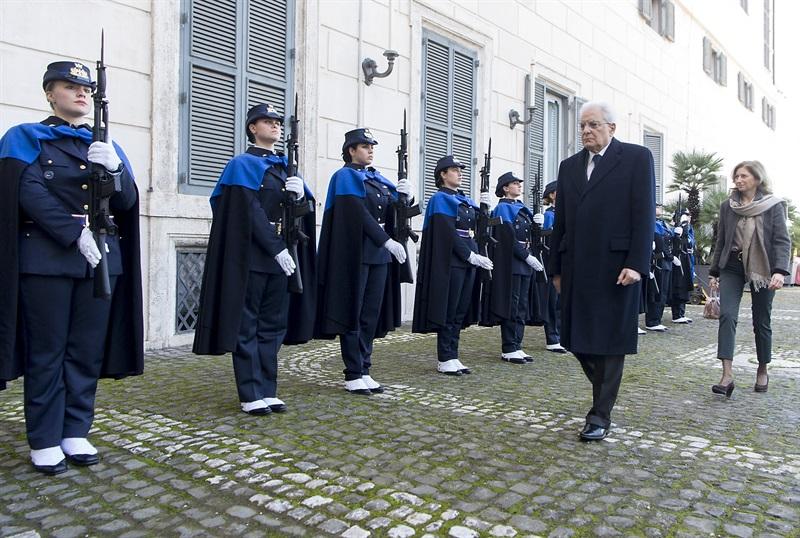 dal sito  del Quirinale 08/03/2018 Il Presidente Sergio Mattarella salutato da un picchetto dell'Aeronautica Militare composto da sole donne in occasione della celebrazione della Giornata Internazionale della Donna