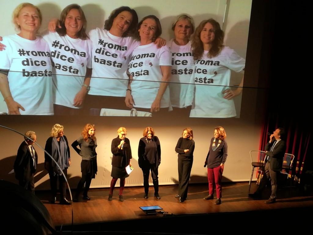 sul palco anche le organizzatricei di Roma dice basta  Foto A.D'Elia