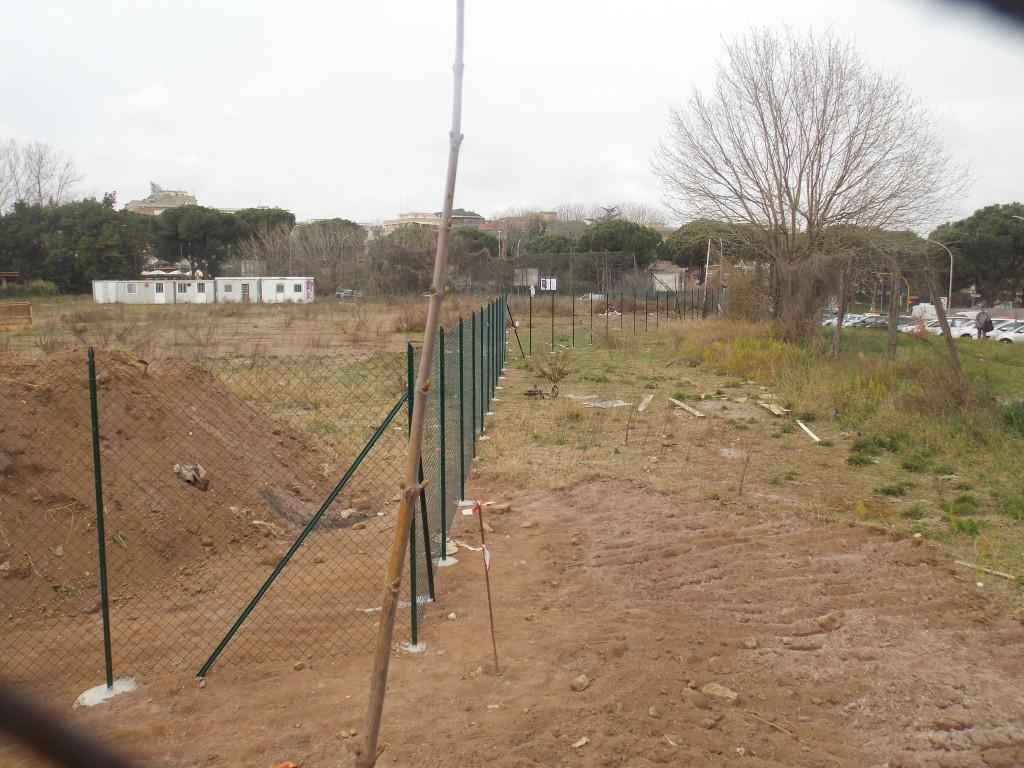 2 – La recinzione arretrata sul perimetro della proprietà