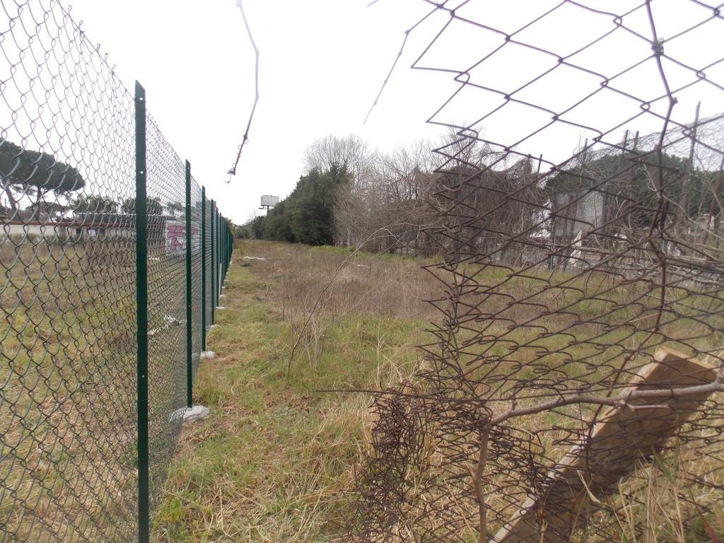 · 3 – L'area di proprietà comunale fra la recinzione e Via C.Colombo