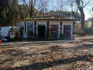 Il Chiosco del Parco devastato durante la chiusura per i lavori. Foto Barikamà.